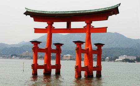 厳島神社の鳥居.jpg